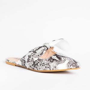 New!!! AMS snakeskin cutout bow pointed toe flats